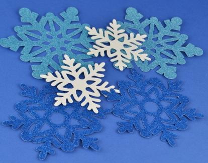 """Izgriezumi dekorācijas """"Spīdīgas sniegpārslas"""" (6 gab)"""