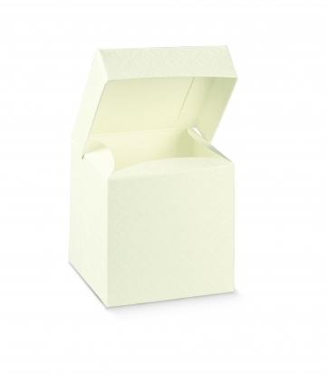 Kastīte ar dekoratīviem iespiedumiem, balta (10x10x15 cm)